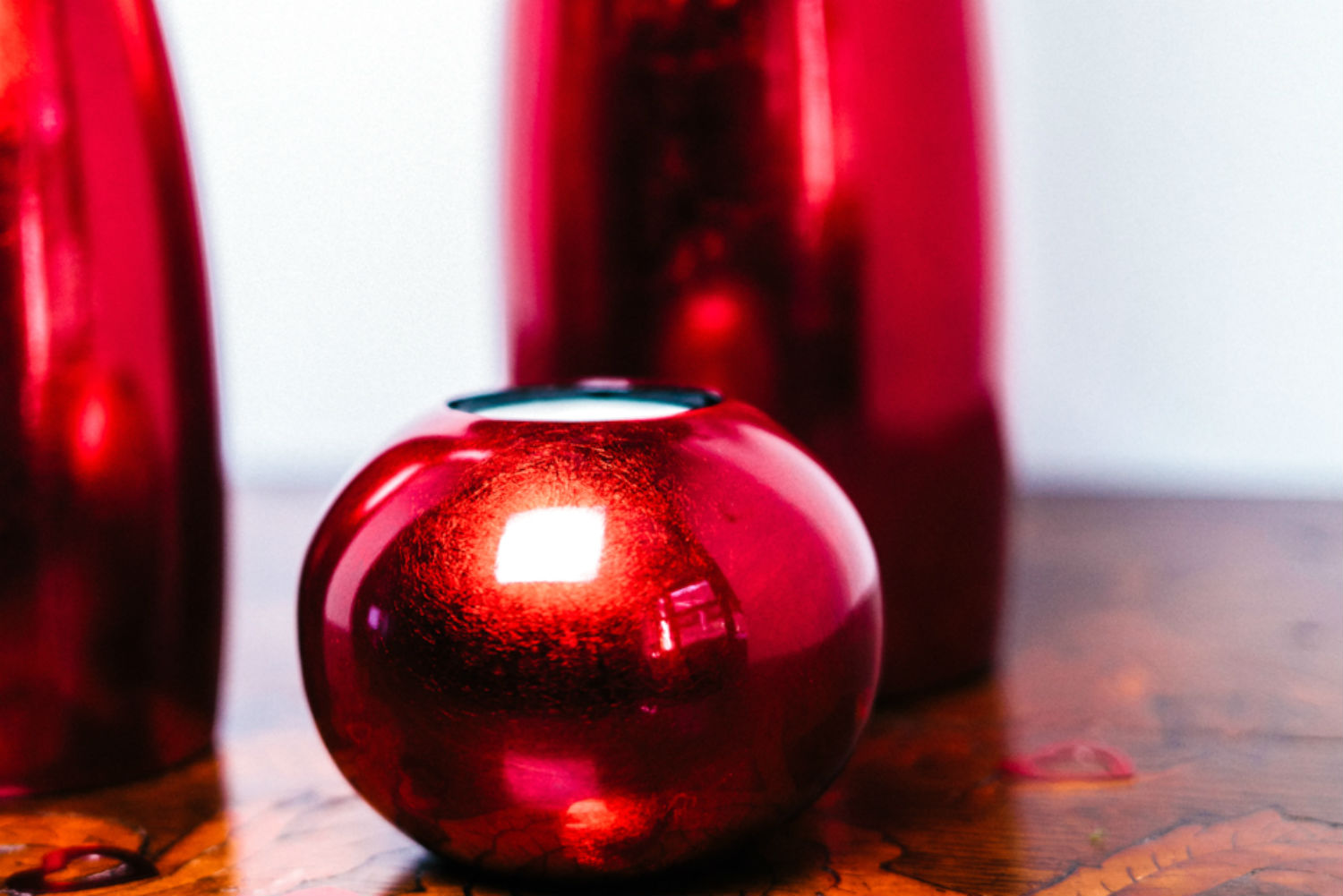 metallic red single wooden lacquer tealight holder