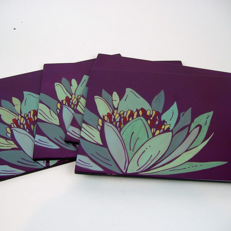 Purple lily wooden lacquer place mat set